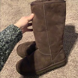 Chocolate brown uggs! Make an offer :)